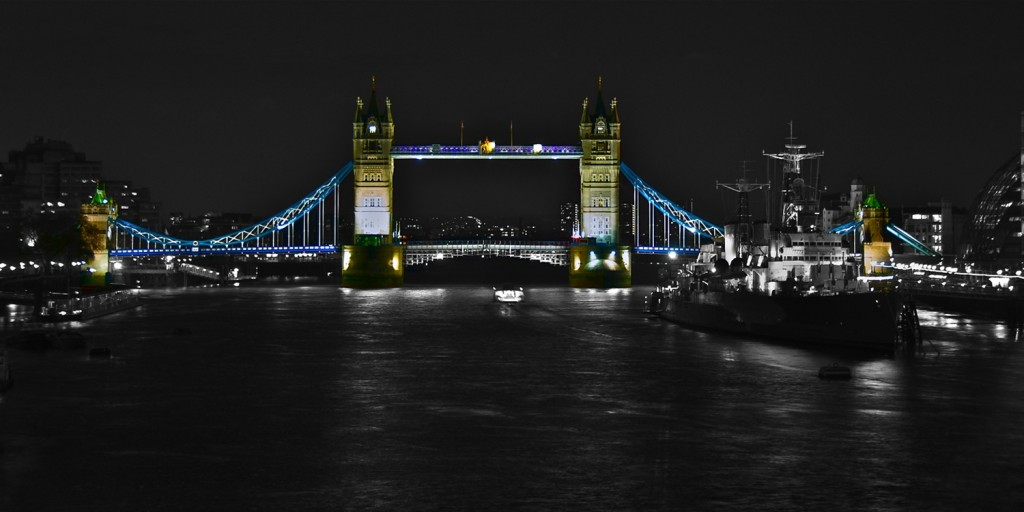 London Tower Bridge modern Art Design by PLATUX Artist 1121 BW Desktop